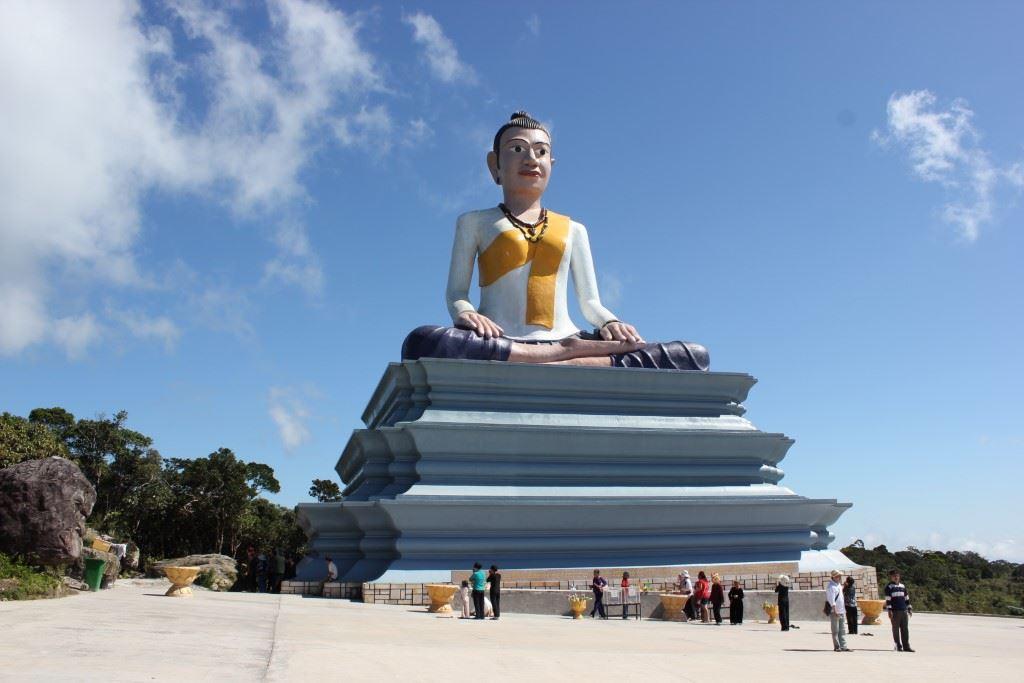 Statue of Lok Yeay Mao.